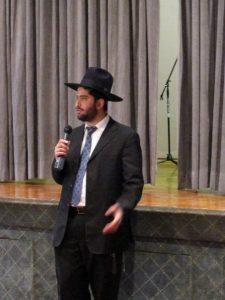 Rabbi Yoni speaking at the Mount Sinai synagogue in Washington Heights, New York City.